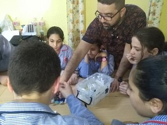 les élèves et les robots programmables