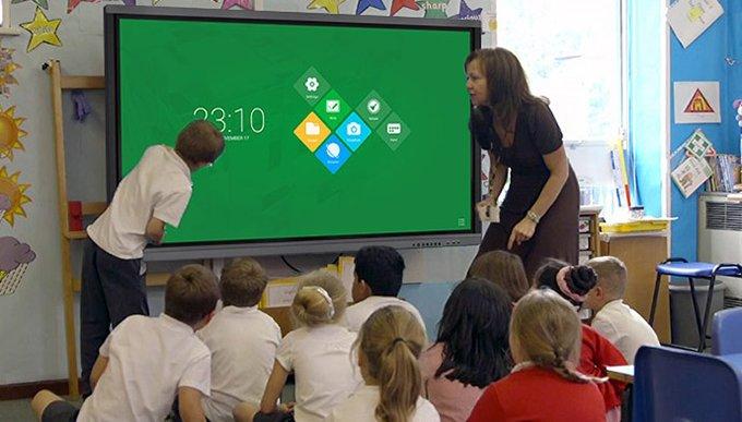 un écran tactile à l'école