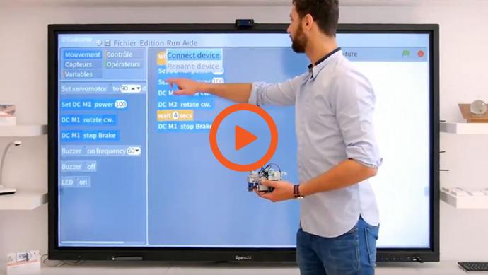 un écran interactif pour programmer un robot éducatif