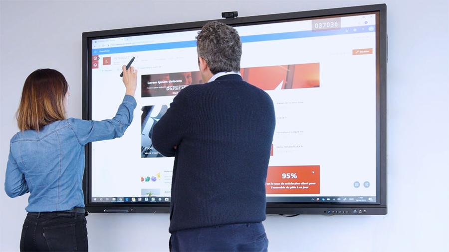 utilisation-speechitouch-ecran-interactif-elex-interview