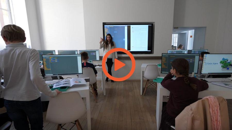 ecran interactif en vidéo dans cours de programmation