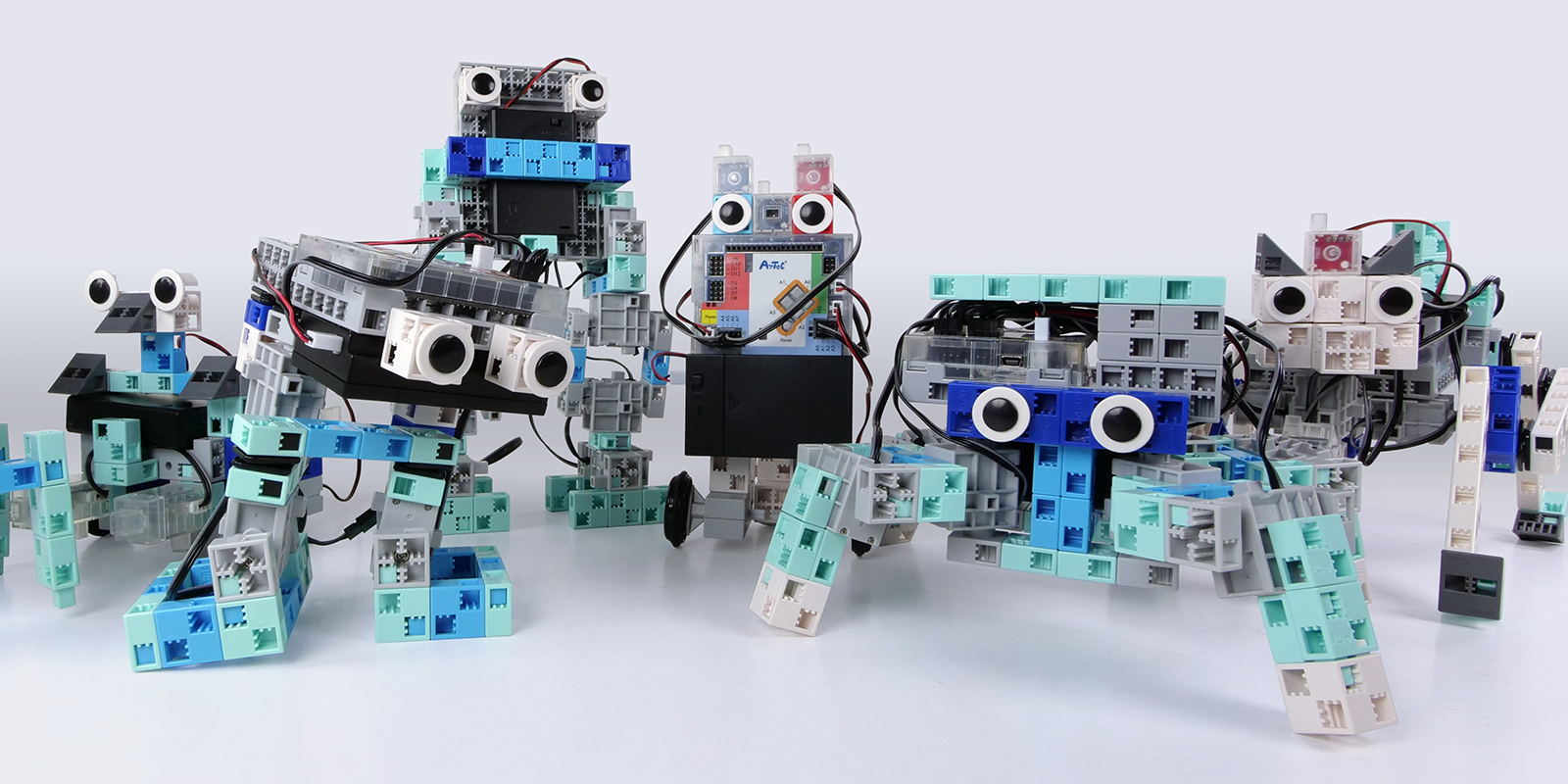 un kit pédagogique scolaire pour créer plusieurs modèles de robots programmables