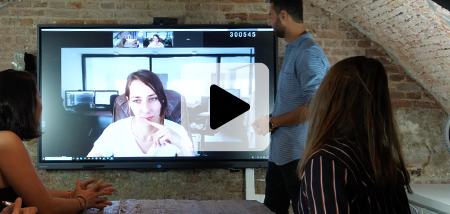 l'écran interactif, l'outil du travail hybride en entreprise