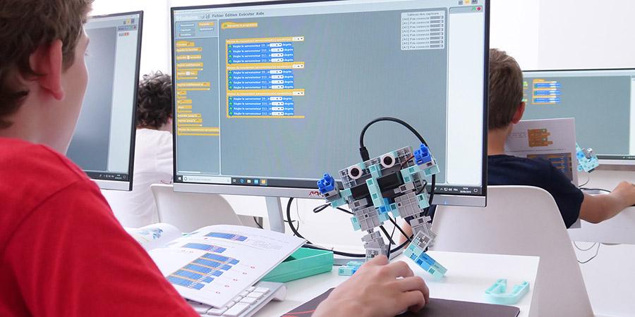 environnement scratch pour programmer un robot éducatif