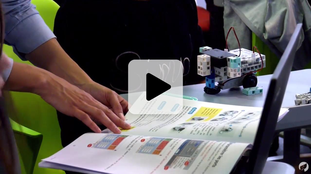 cours de programmation avec des robots éducatifs au collège