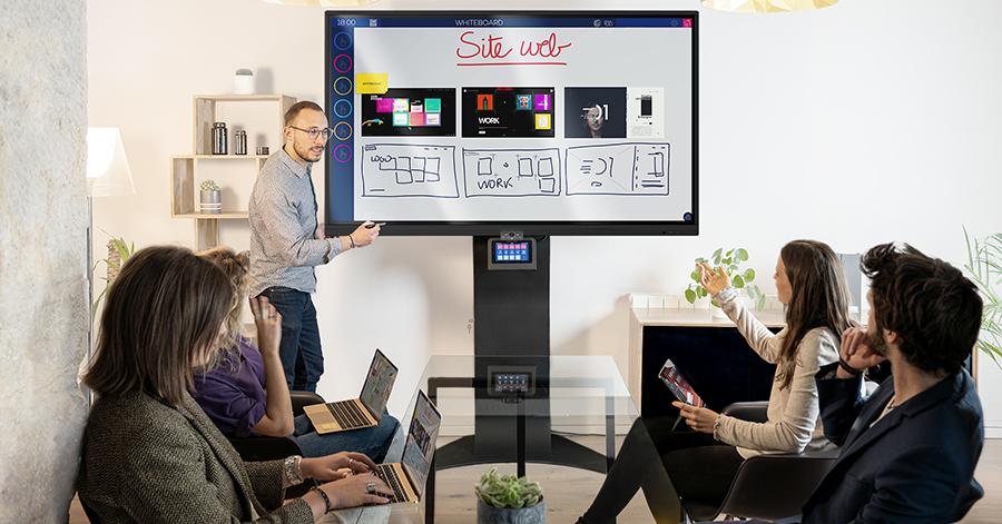 support pour écran interactif intelligent fourni avec tablette tactile et commande à distance